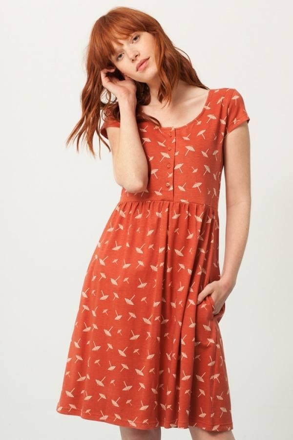 vestido-paz-oversize-terracota-estampado-sombrillas