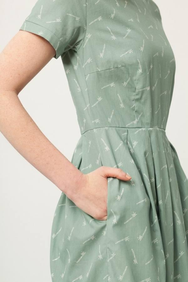 vestido-piola-manga-corta-verde-estampado-bambu(3)